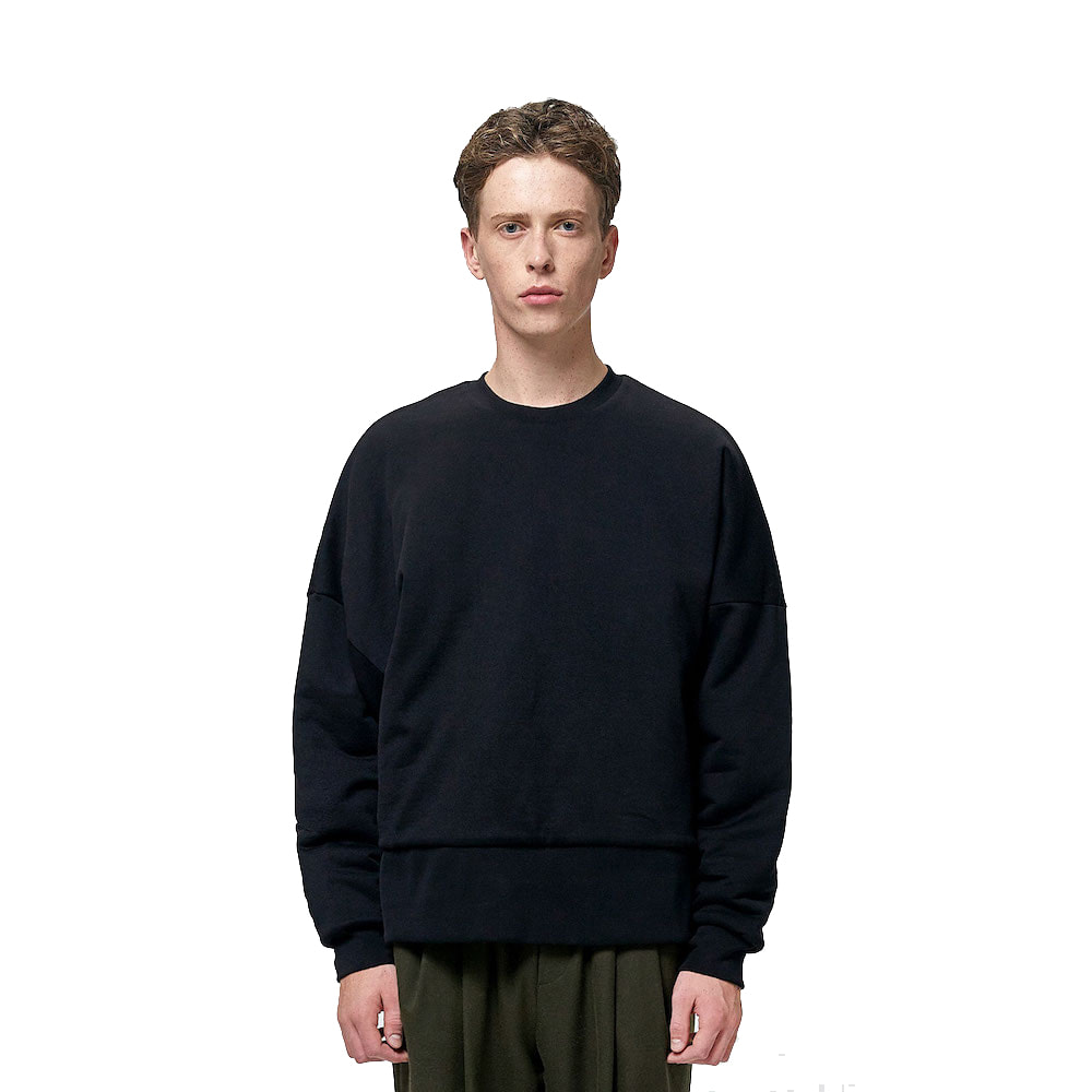 에이카화이트 REVERSIBLE QUILTED SWEATSHIRT (Black)